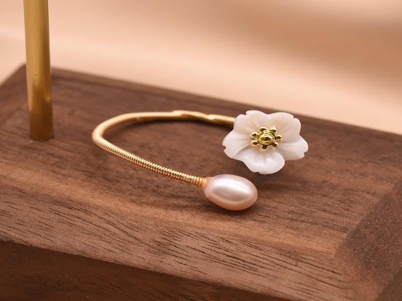 Pearl White Flower Ring